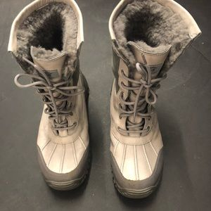 Authentic Ugg Adirondack Gray Fur Butte Boots 3052